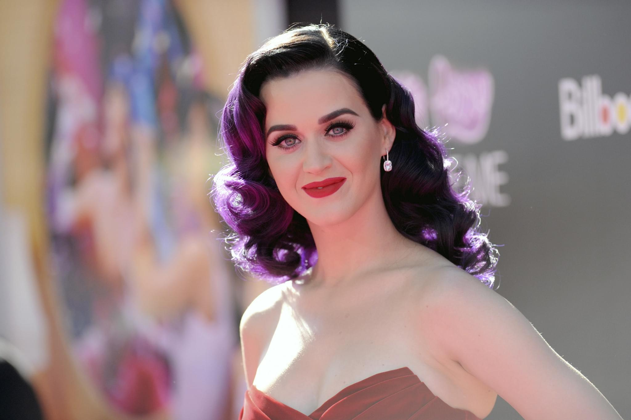 """Katy Perry Gives Birth to a Baby Girl """"Daisy Dove Bloom"""""""