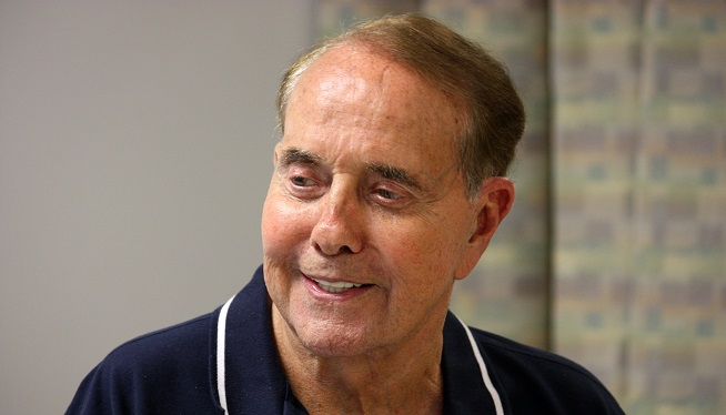 Bob Dole's rehab inspires soldiers