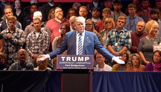 Donald Trump campaigns in Iowa