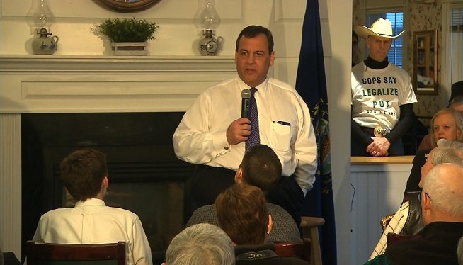 Chris Christie campaigns in Bow, New Hampshire
