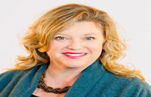 Loudoun County School Board Member Beth Barts announces resignation