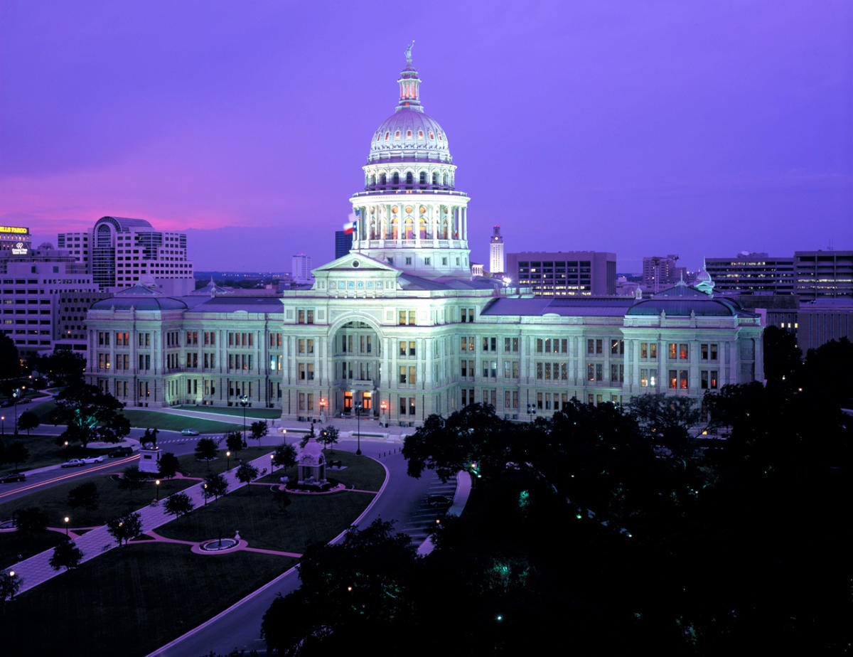 Texas Voting Standoff Jeopardizes Worker Pay