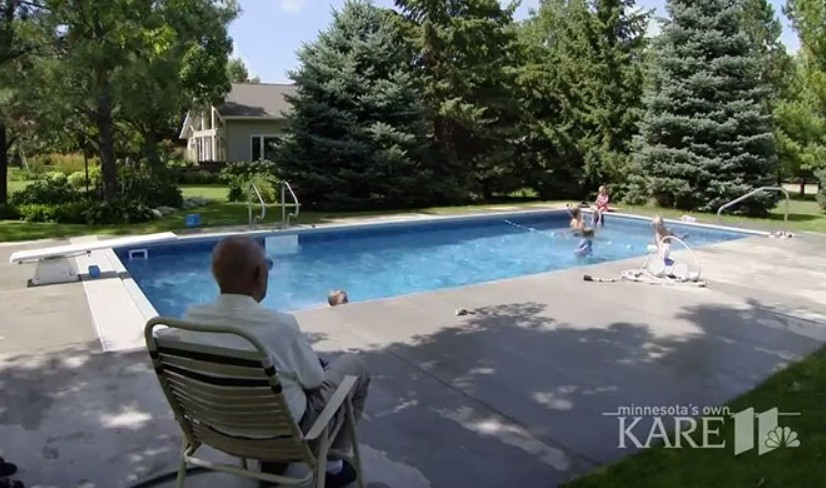 94-year-old Builds Neighborhood Pool in his Backyard so he won't Feel Lonely