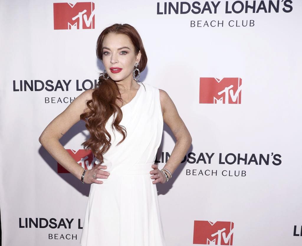 Lindsay Lohan Posts Naked Selfie