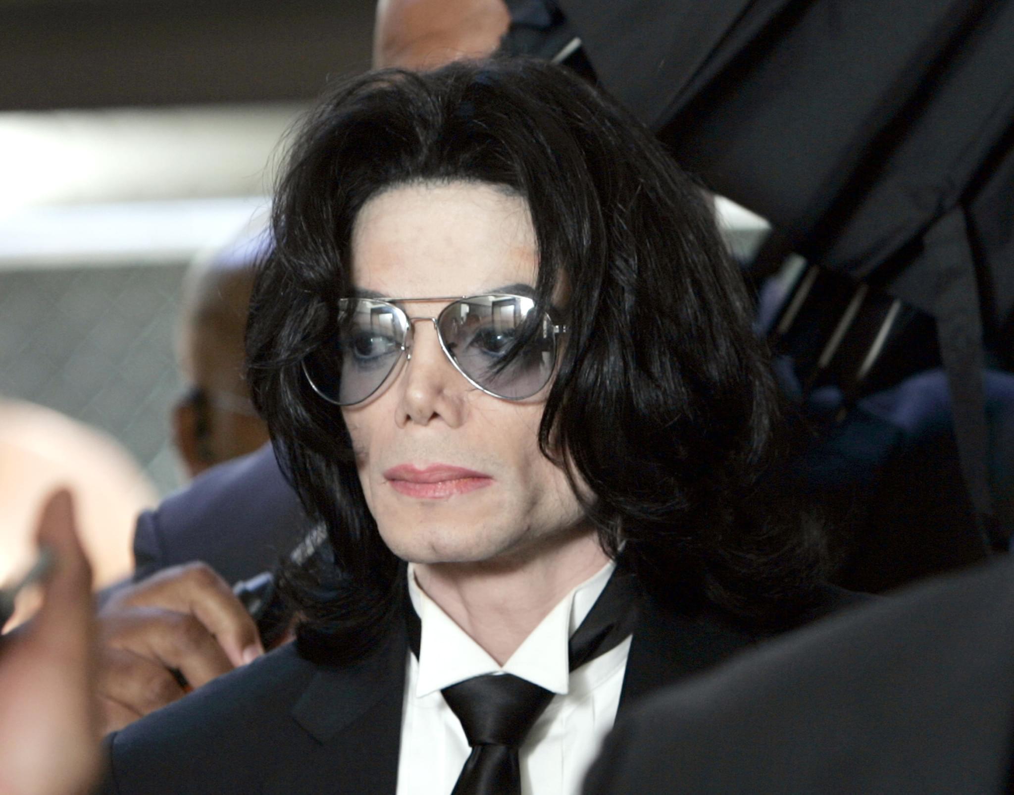 "Michael Jackson ""Faked Sex"" With Lisa Marie"