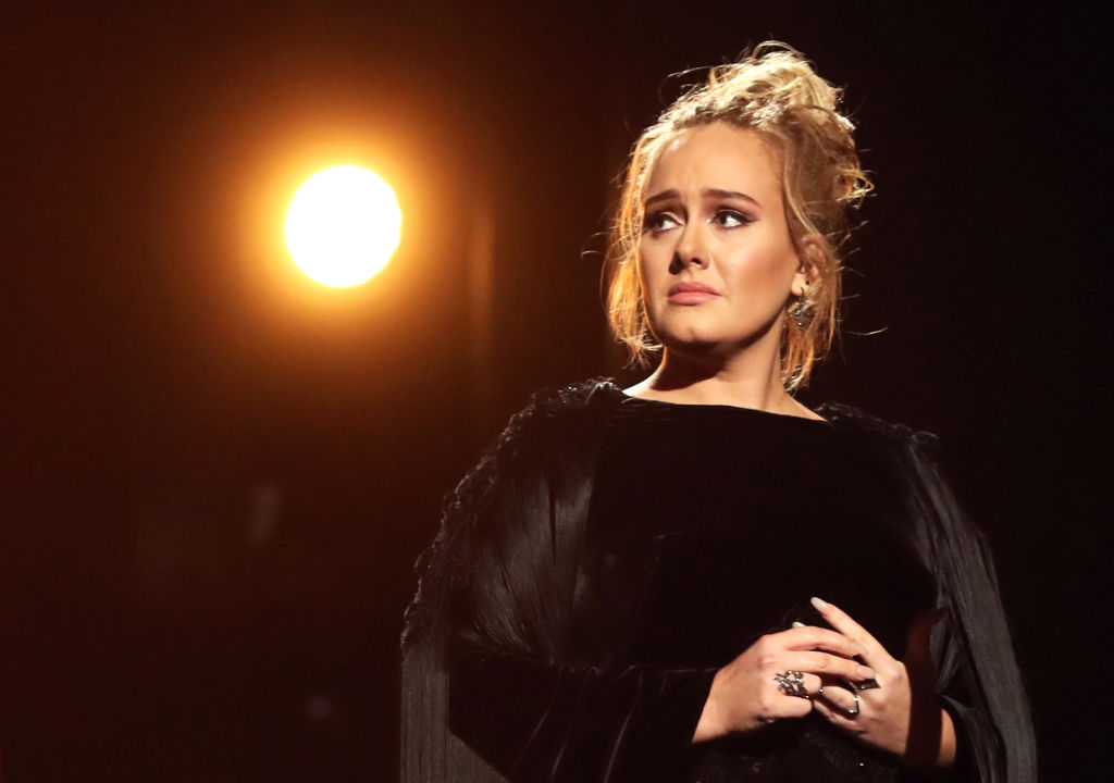Adele Posts Makeup-Free Pic On IG For Birthday
