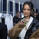 """Rihanna Drops """"Butt Cleavage"""" Leggings"""