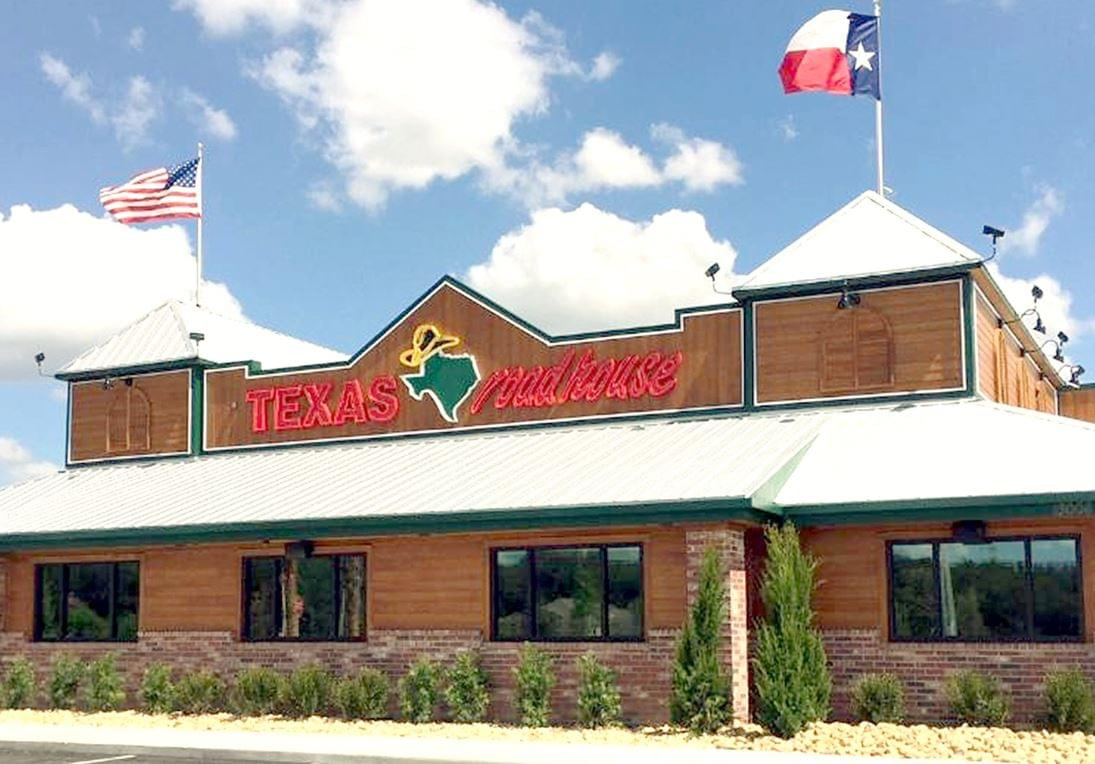 Texas Roadhouse Offers Free Lunch for Veterans