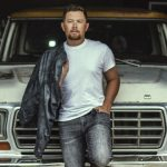 """Scotty McCreery's """"Damn Strait"""" is what Kelly Clarkson is Liking"""