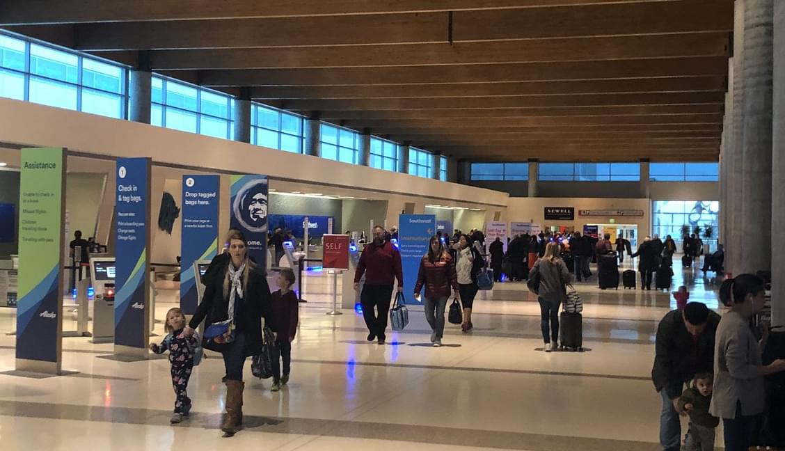 CDC & Medical Experts Warn Against Travel This Thanksgiving