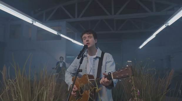 """WATCH: Alec Benjamin """"The Way You Felt"""" On the Late Late Show With James Corden"""