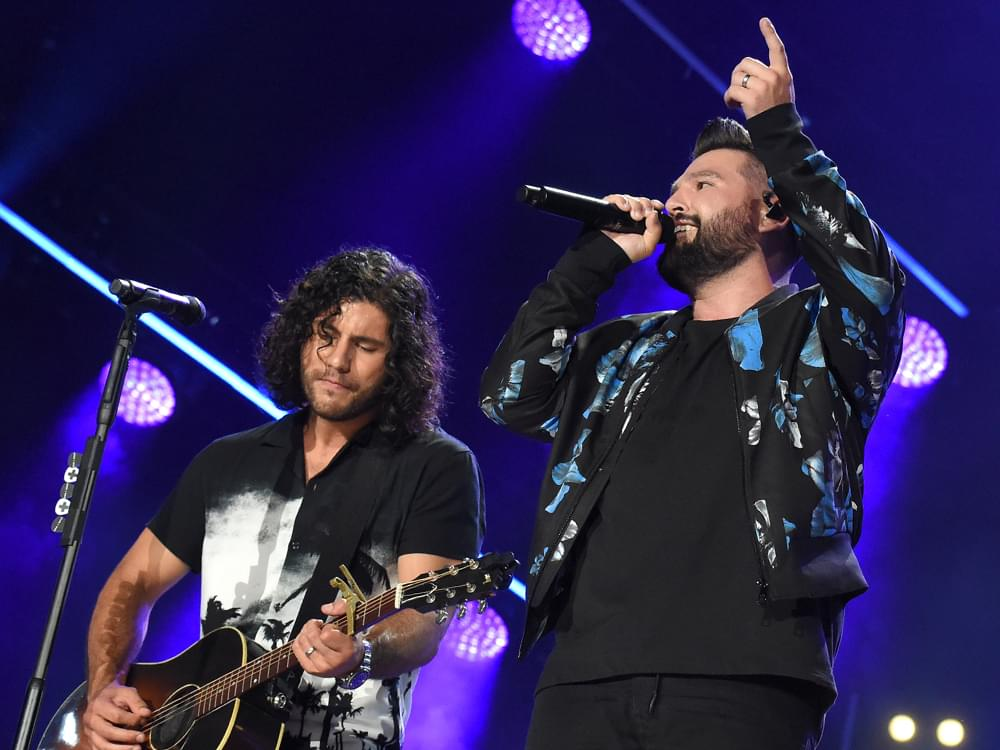 """Dan + Shay Score 7th No. 1 Single With """"10,000 Hours"""" Featuring Justin Bieber"""