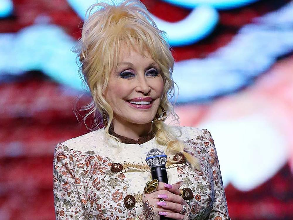 "Dolly Parton to Launch 10-Week ""Goodnight With Dolly"" Book-Reading Video Series on April 2"