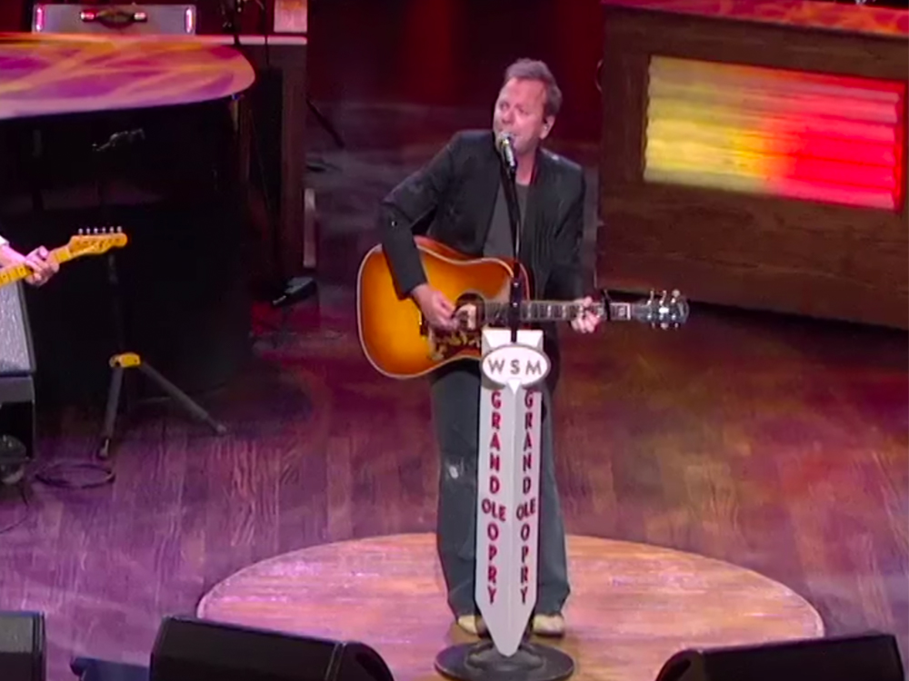 """Watch Kiefer Sutherland Cover Merle Haggard's """"The Bottle Let Me Down"""" in Opry Debut"""