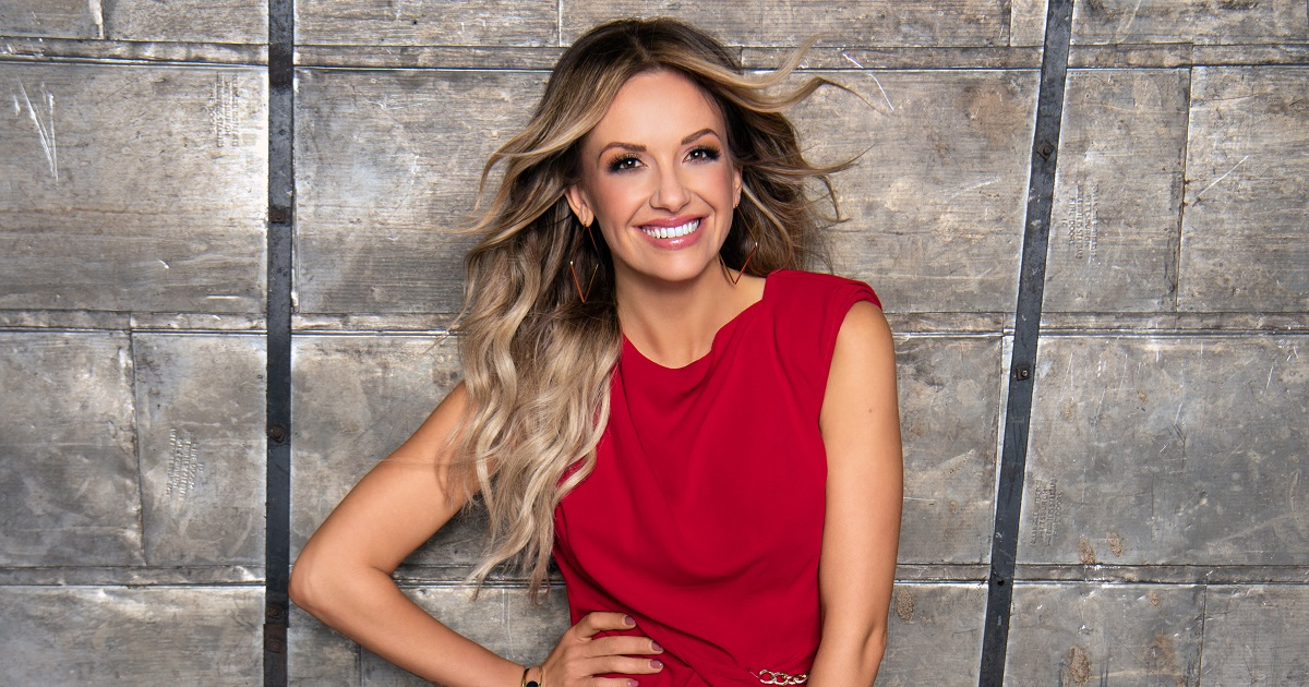 Carly Pearce Can't Believe Who is Reaching Out To Her These Days