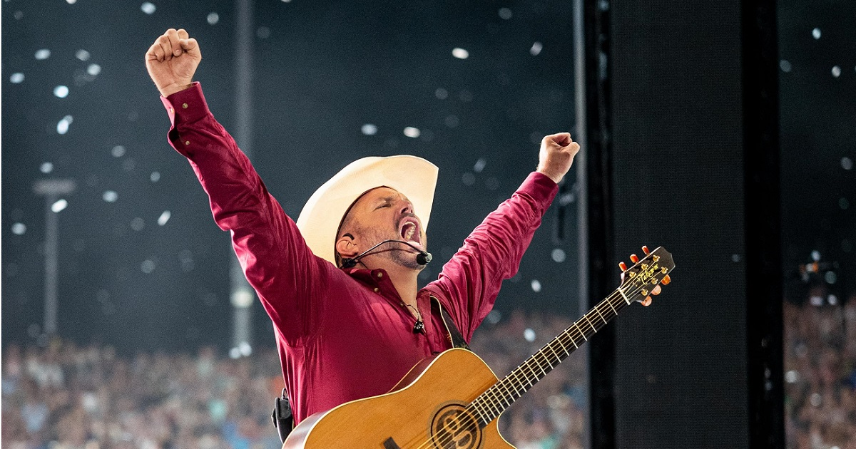 Garth Brooks Heads to Salt Lake City For a Little Diving