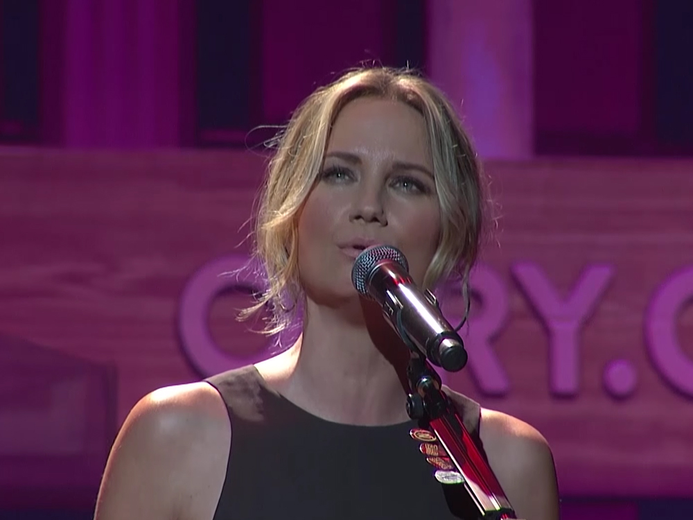 "Watch Jennifer Nettles' Stunning Version of ""UnLove You"" on the Grand Ole Opry Stage"