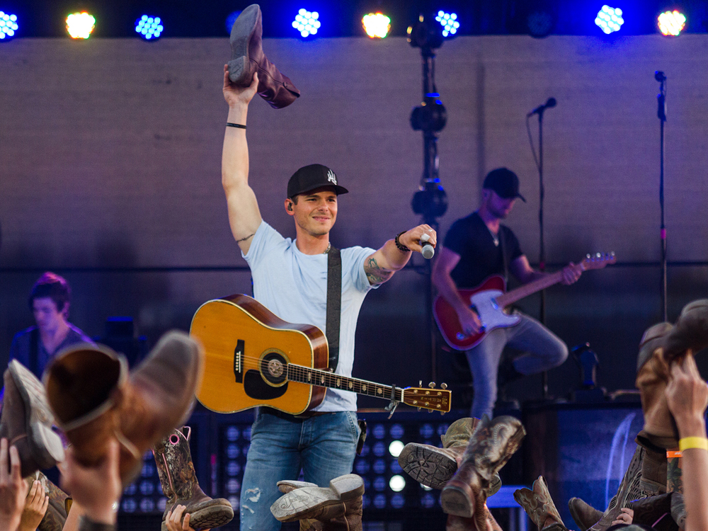 Watch Granger Smith Fall Offstage and Break His Ribs During New Jersey Performance