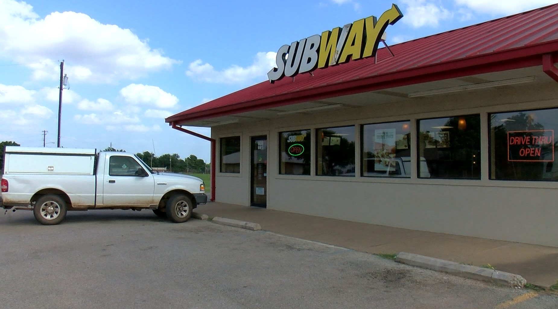 Woman Finds $21K At Local Subway Restaurant, Contacts Police