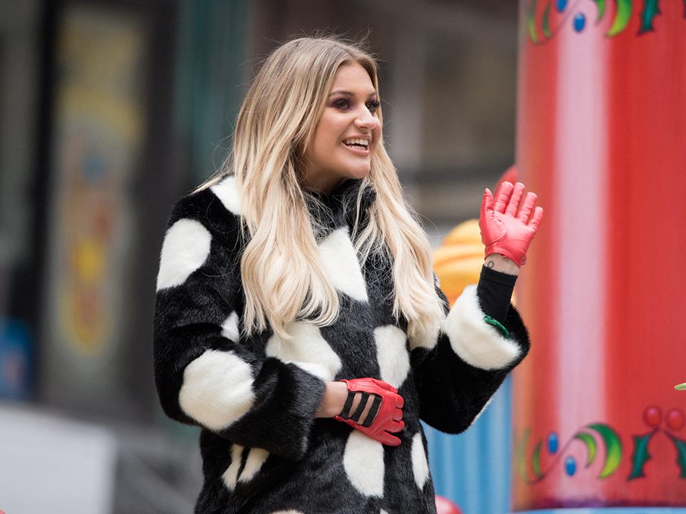 "Photo Gallery: Kelsea Ballerini, Brett Eldredge, Maddie & Tae and Easton Corbin Float Through NYC for Macy's Thanksgiving Day Parade; Miranda Lambert Performs ""Highway Vagabond"""