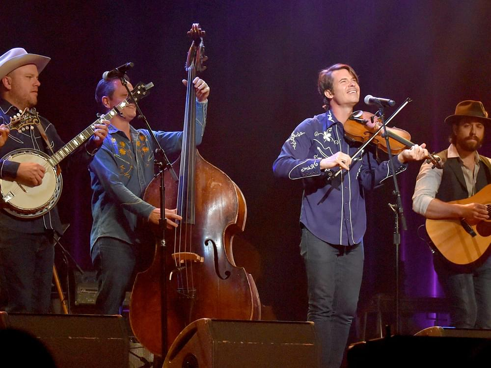 "Old Crow Medicine Show to Release ""Live at the Ryman"" Album on Sept. 20"