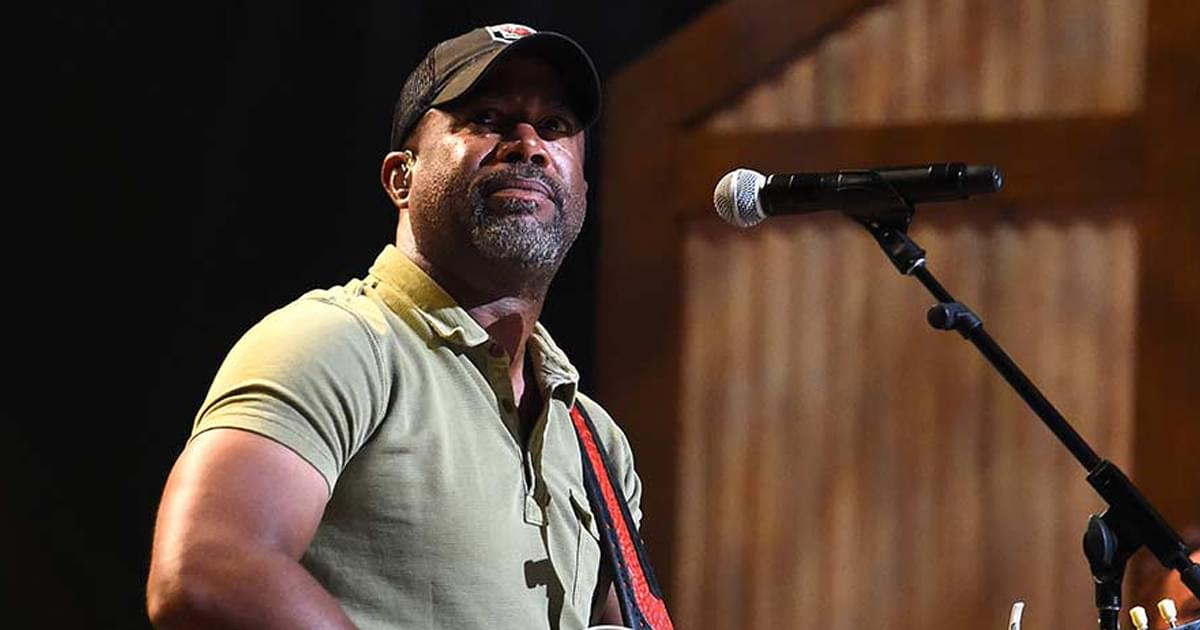 """Watch Darius Rucker Perform Brand-New Single, """"Beers and Sunshine,"""" on the Grand Ole Opry"""