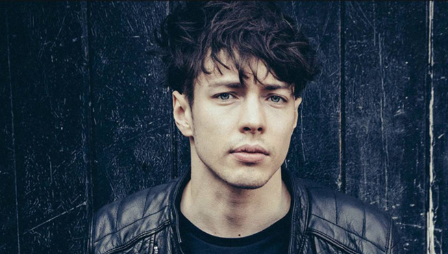 Barns Courtney's Broken Left Foot Doesn't Slow Him Down