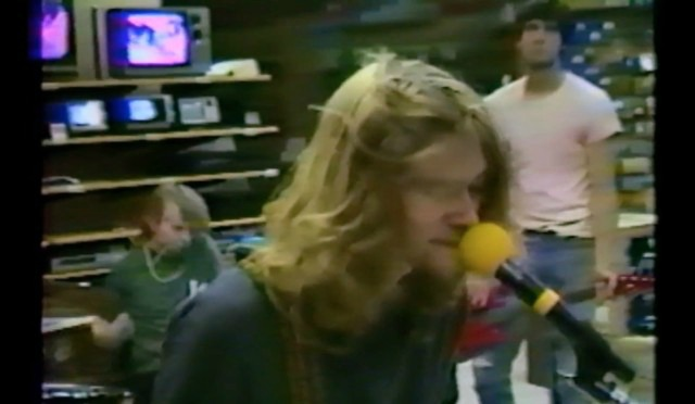 NEW UNEARTHED VIDEO: Nirvana plays in an empty Radioshack in'88