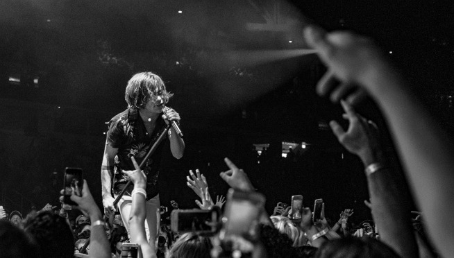 NEW MUSIC: Cage the Elephant perform 'Rubber Ball' with a choir & acoustic setup