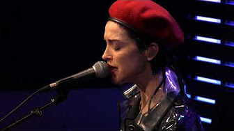St. Vincent – Slow Disco