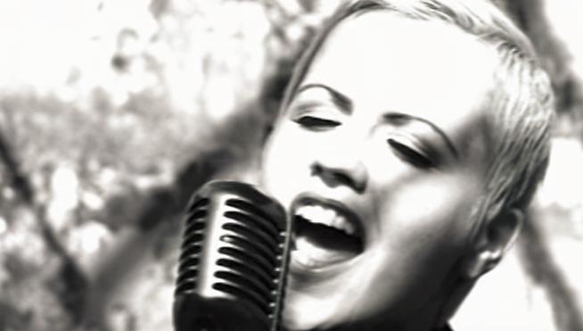 Tributes online for Cranberries singer Dolores O'Riordan