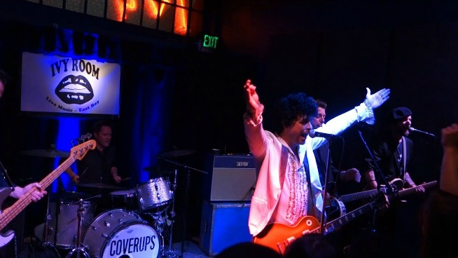 Watch Green Day's Billie Joe Armstrong and Mike Dirnt play as a cover band
