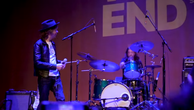 """Dave Grohl jumps on stage with Beck for """"Where It's At."""""""