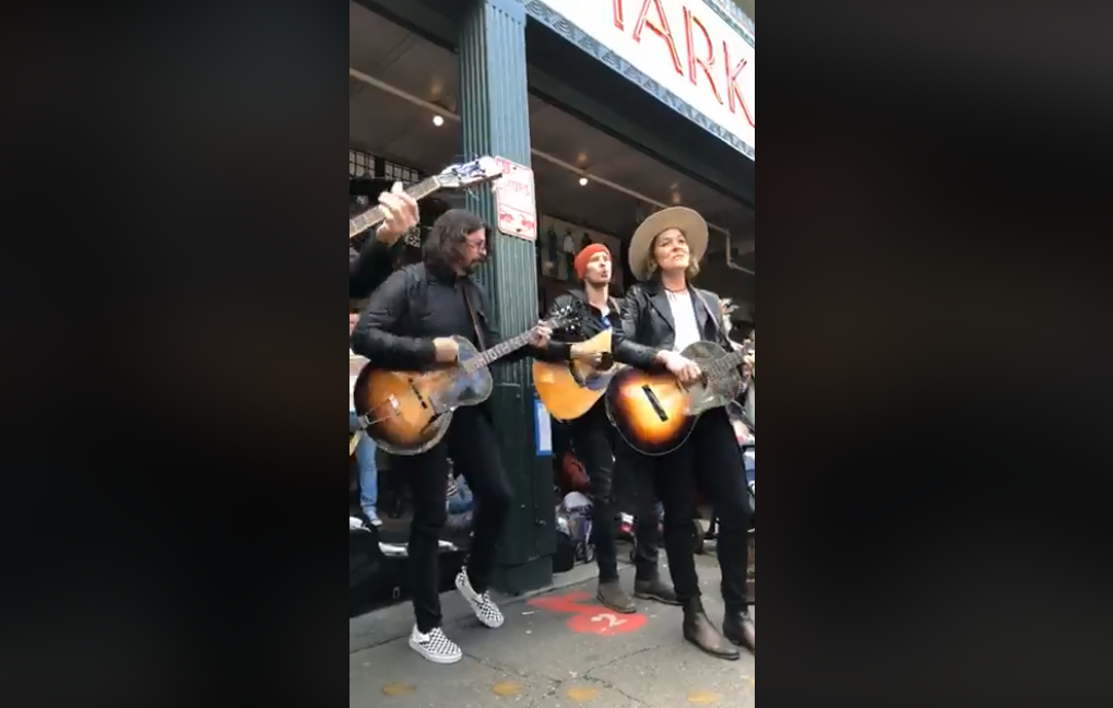 Surprise street performance from Dave Grohl and Brandi Carlile