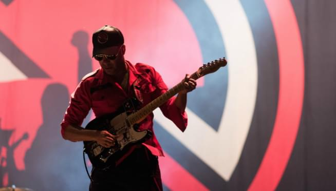 "Tom Morello rips through guitar cover of ""GoT"" theme."