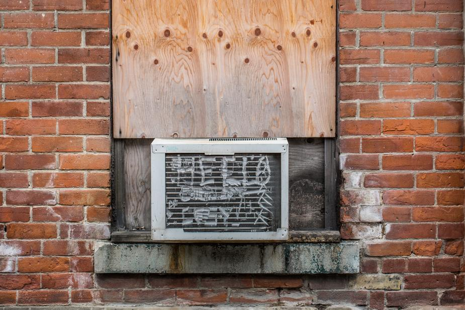 New city ordinance would force landlords to provide air conditioning.