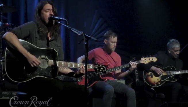 Foo Fighters perform Learn To Fly acoustic
