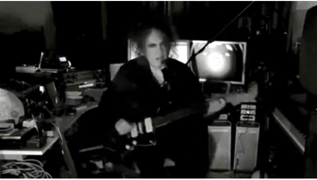 "Robert Smith Plays Three Songs for Second City's ""Letters to Santa"" virtual fundraiser"