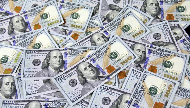 Couple finds $50 billion mistakenly deposited in their account