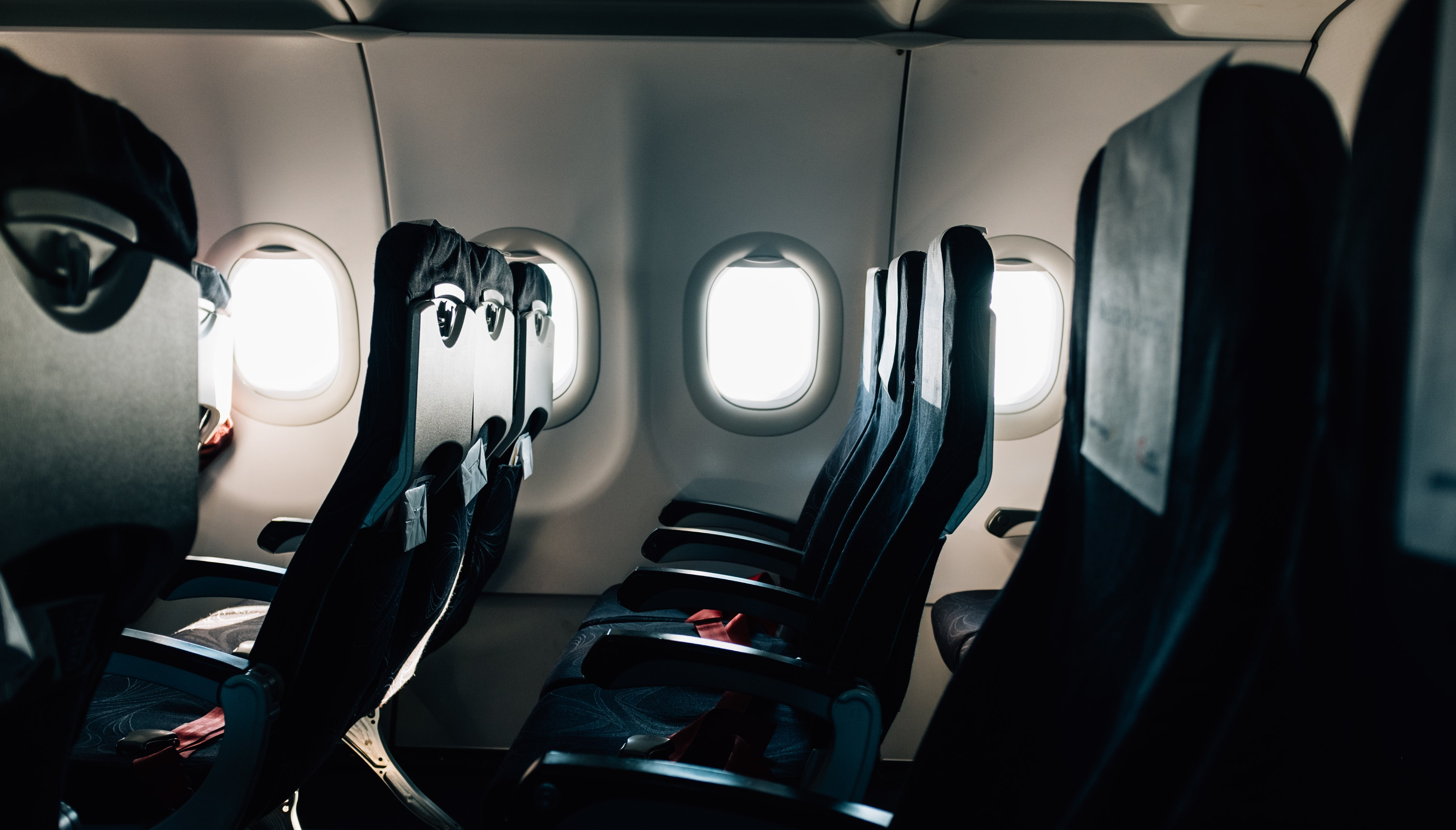 Things you should NEVER do on an airplane