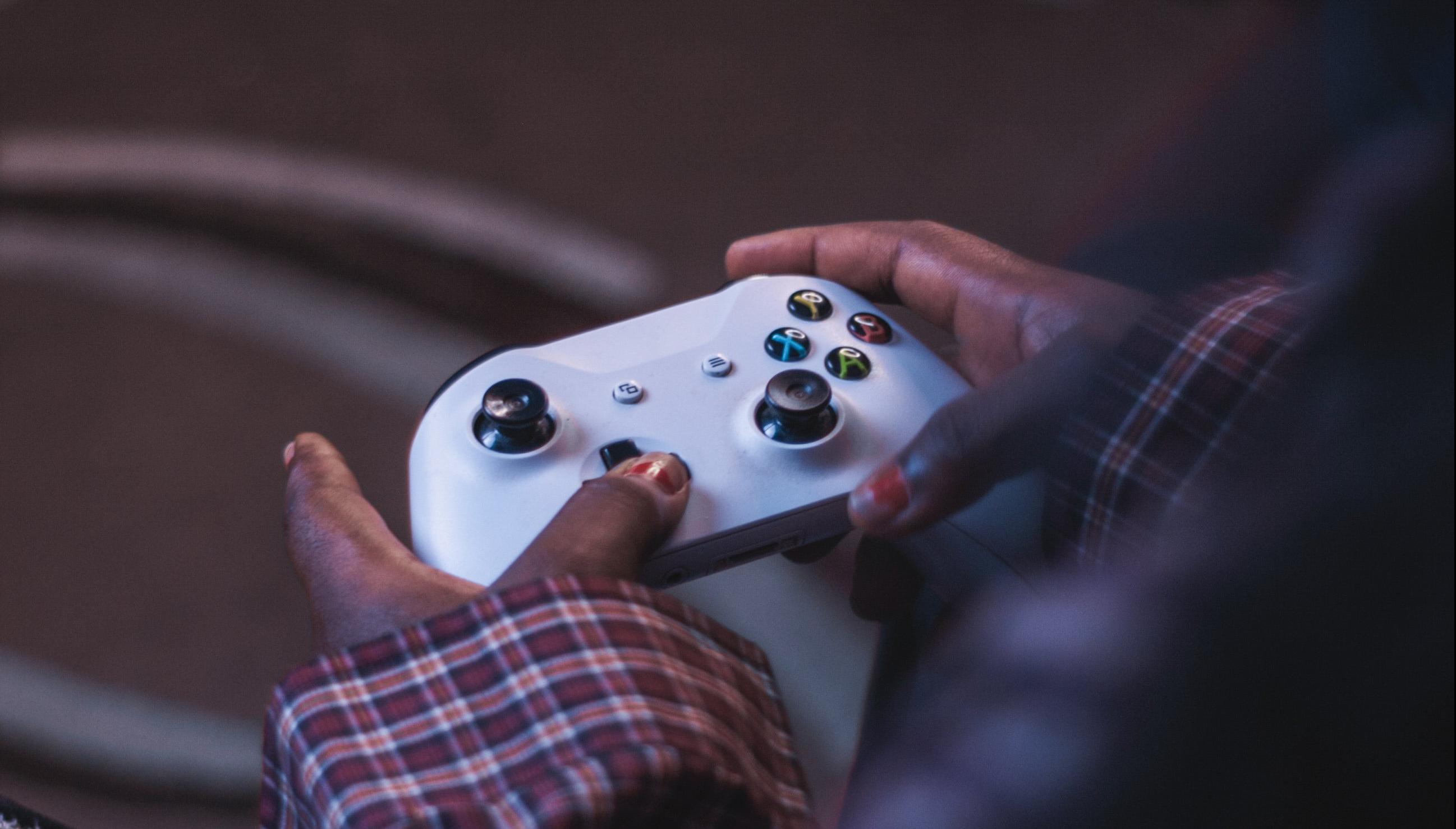 Vibe Check: Man brings Xbox into his girlfriend's hospital room