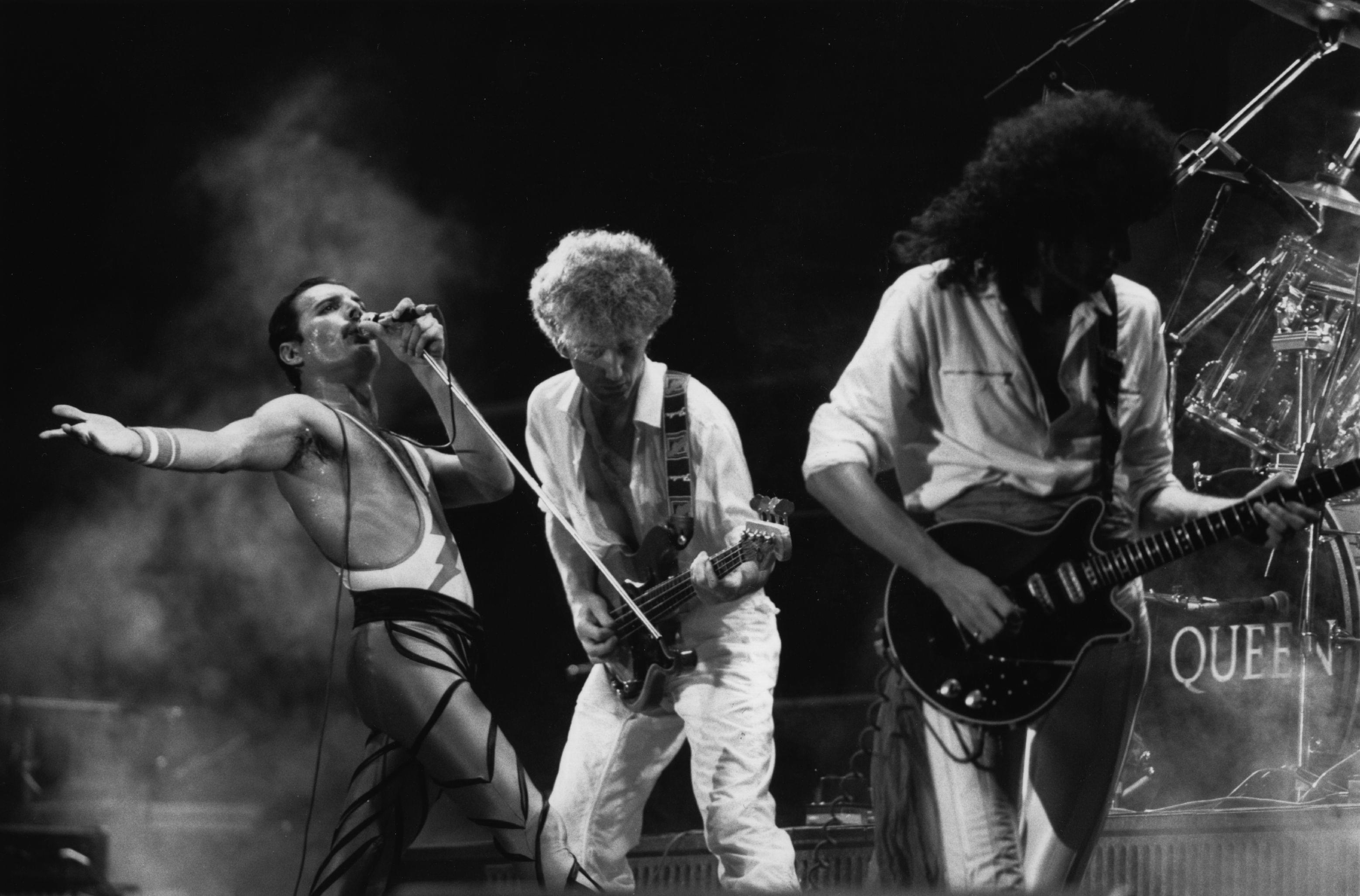 Happy Anniversary to 1985's Live Aid – That Queen performance STILL ROCKS!!