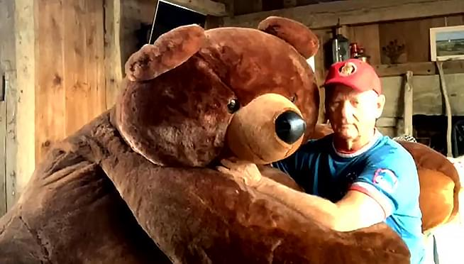 """WATCH Cub Fan Bill Murray sing """"Take Me Out To The Ball Game"""" to a giant teddy bear"""
