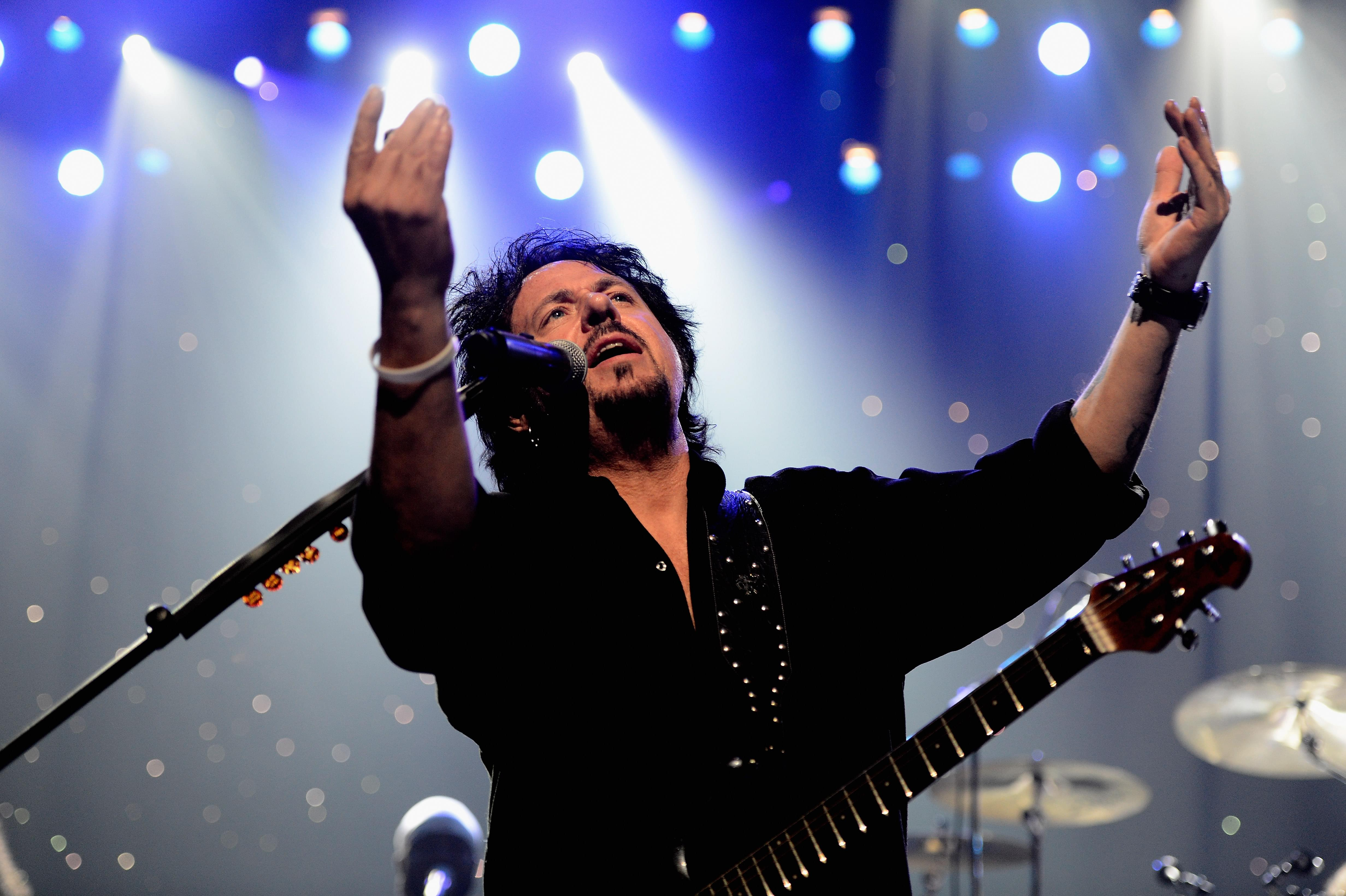 Steve Lukather's neighbors blasted 10 leaf blowers at 7AM… So he got them back!