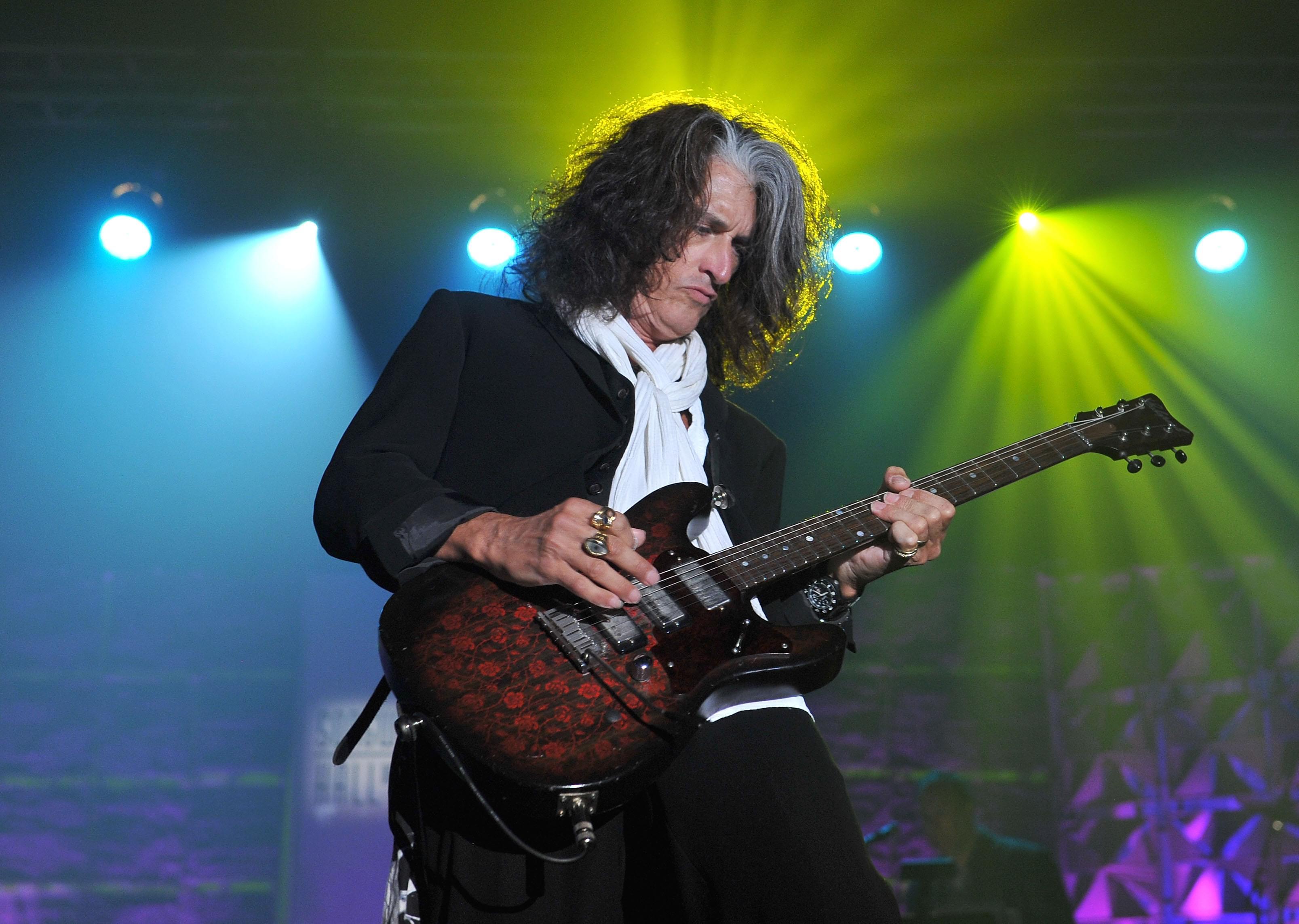 Happy birthday to Aerosmith's Joe Perry!!