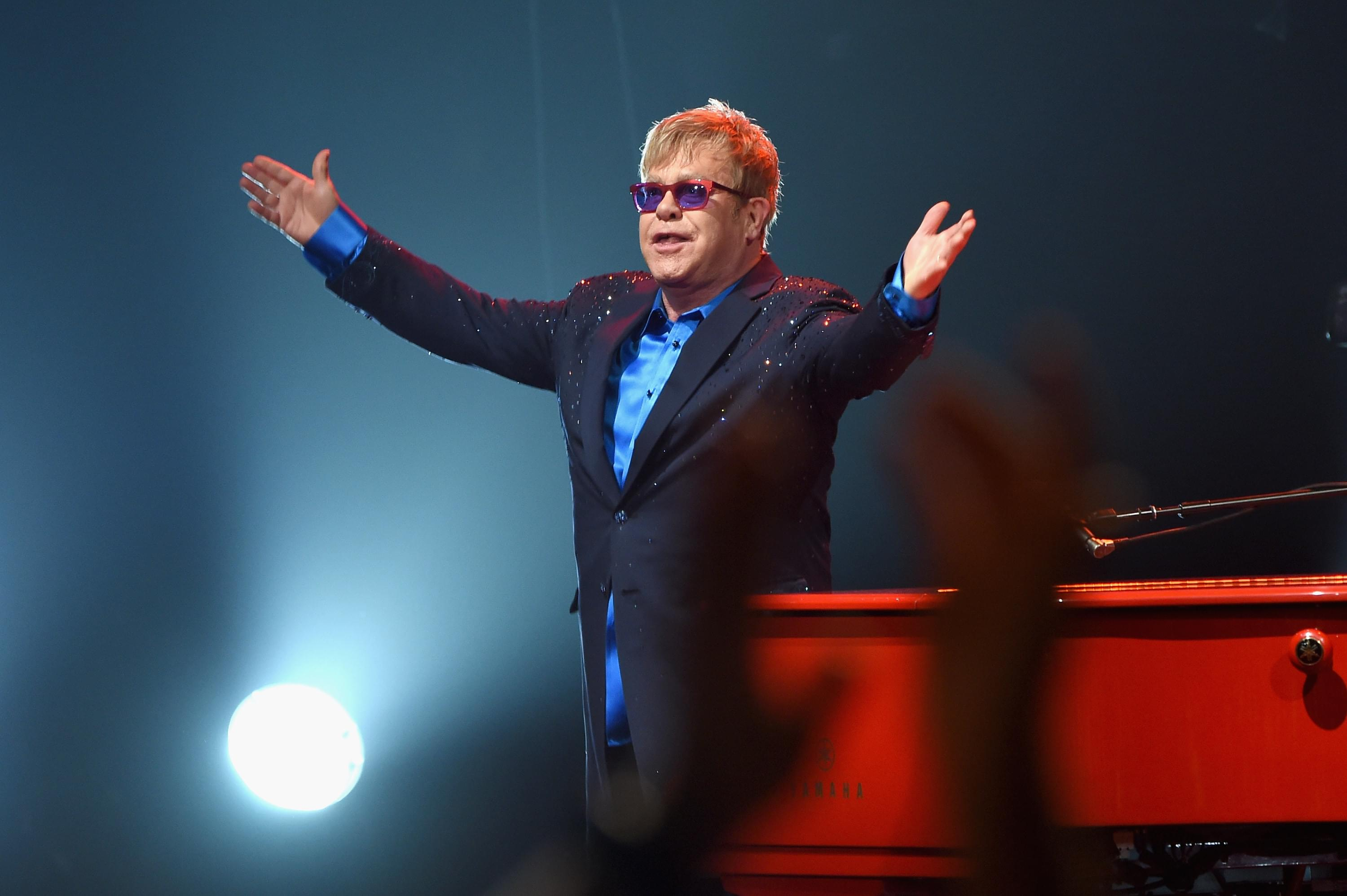 Elton John rescheduled North American dates for 2022