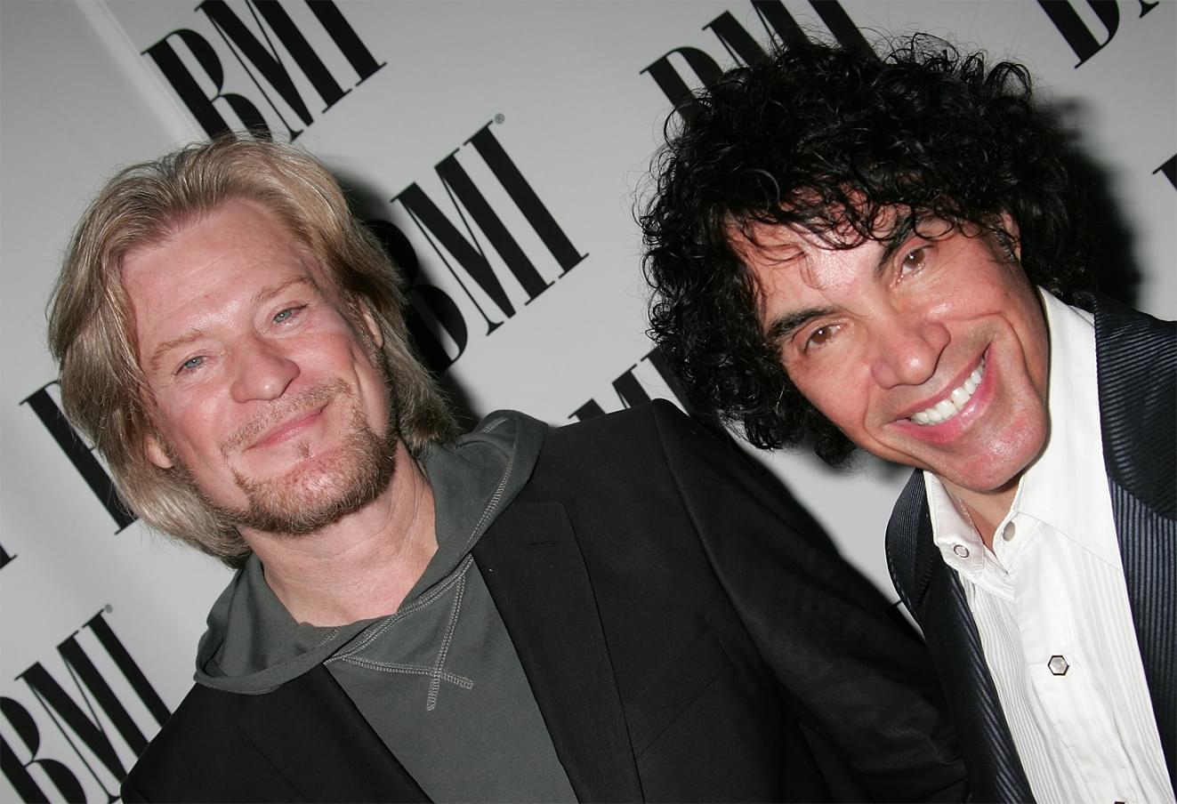 "Hall and Oates' ""You Make My Dreams"" reaches 1 BILLION streams"