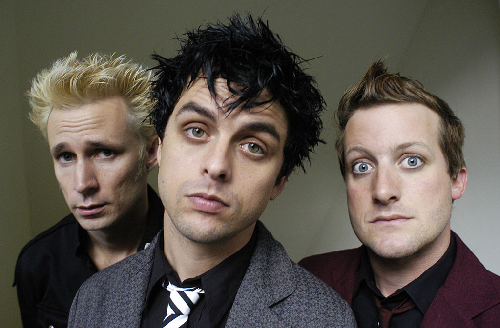 Green Day covers Kiss' 'Rock and Roll All Nite' during concert