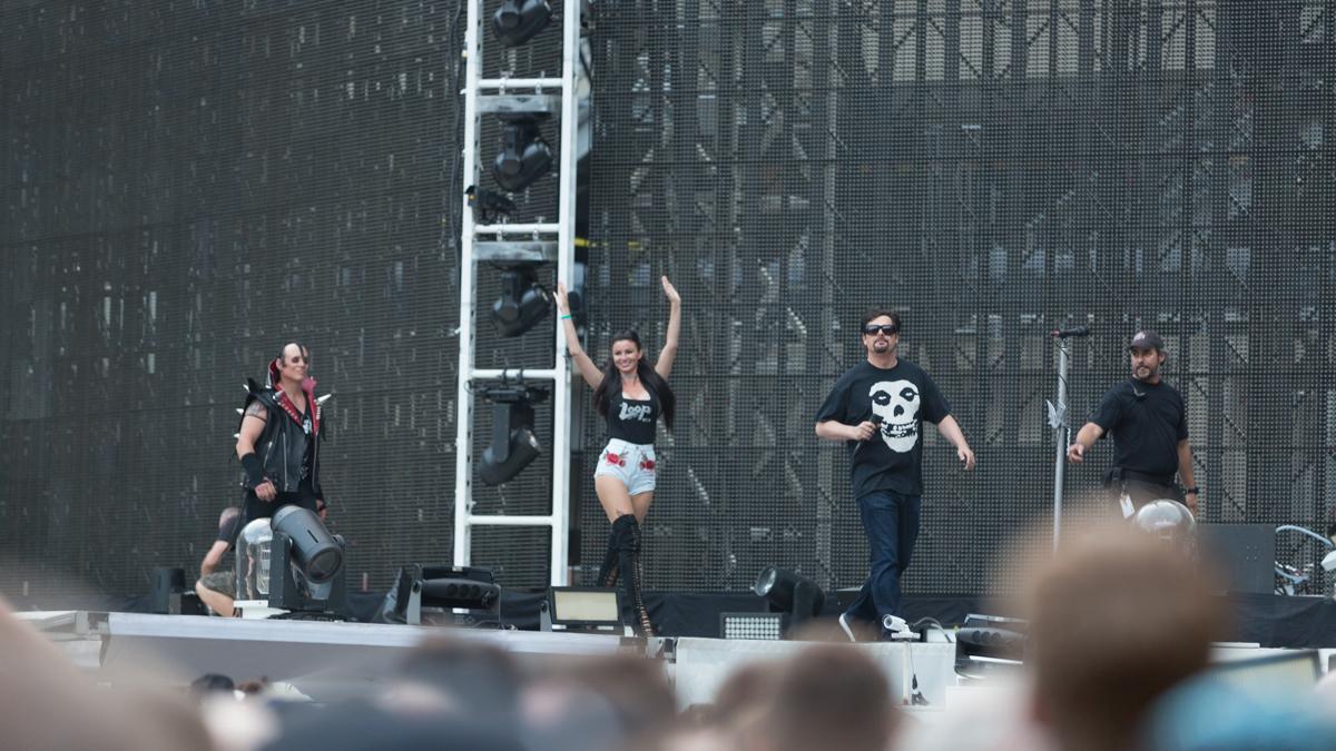Metallica Mancow stage intro-3