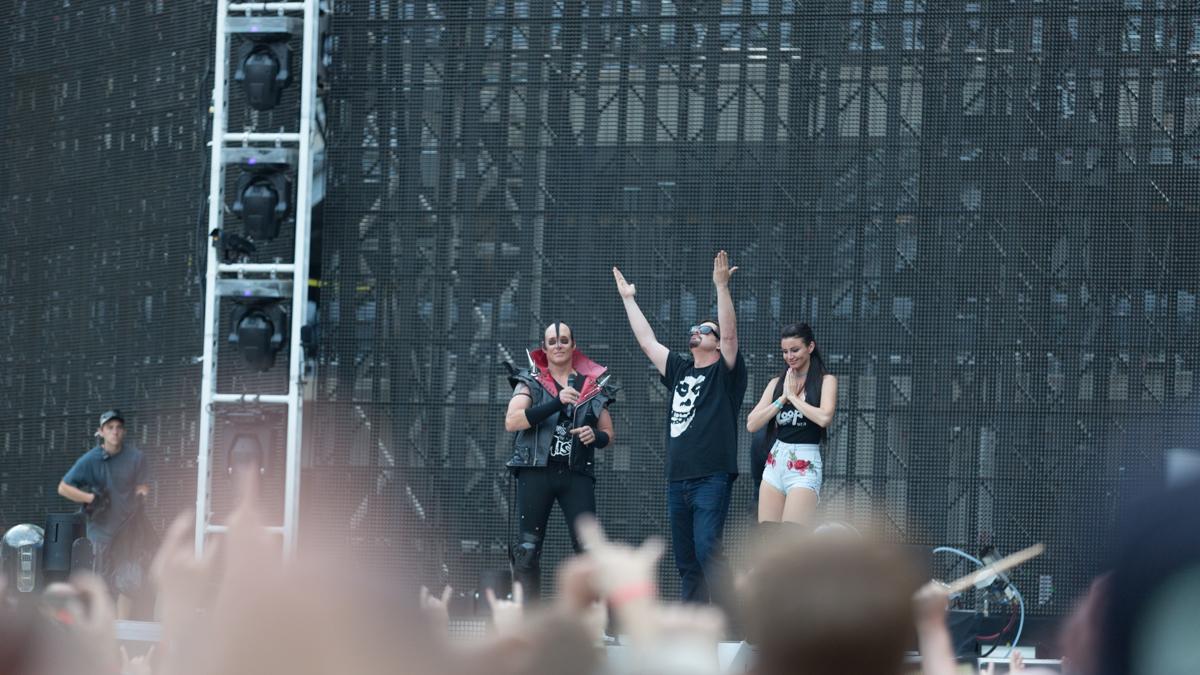 Metallica Mancow stage intro-8